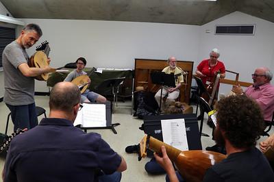 """Renaissance Lute Technique,"" taught by MEMF faculty Ronn McFarlane"