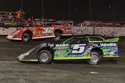 Brandon Sheppard (B5) and Bobby Pierce (32)