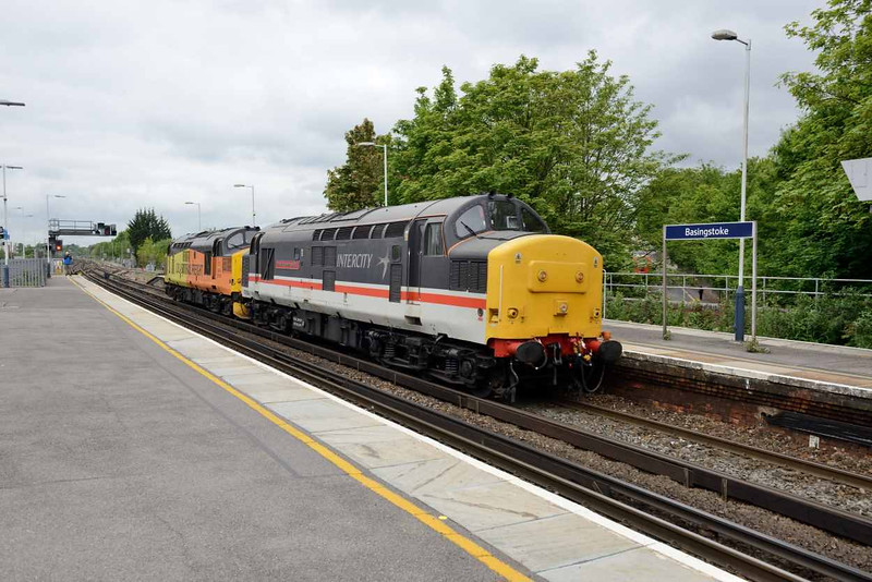 25 May 2016 :: 37254 + 37175 passes Basingstoke working 0Z37 from Eastleigh to Barrow Hill