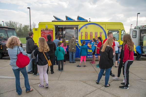 JOED VIERA/STAFF PHOTOGRAPHER-Pendleton, NY- Foodies line up in for Frank during Food Truck Night at Starpoint High School.