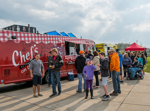 JOED VIERA/STAFF PHOTOGRAPHER-Pendleton, NY- Food fans flock to food truck night at Starpoint High School.