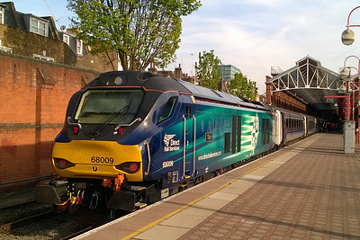 68009 'Titan' catches the evening sunlight at London Marylebone before working 1T54 1818 to Oxford Parkway (06/05/2016)