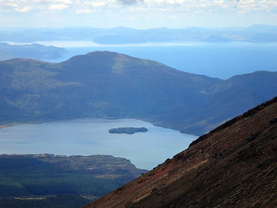 Finally, the long descent to the Ketetahi Shelter yields great views of Lakes Rotoaira and Taupo, beyond