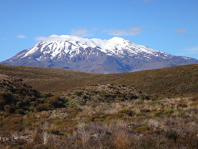 It starts with amazing views of Mt Ruapehu (2,797m) - the main winter ski fields of the N Island, 5 hrs drive N of Wellington