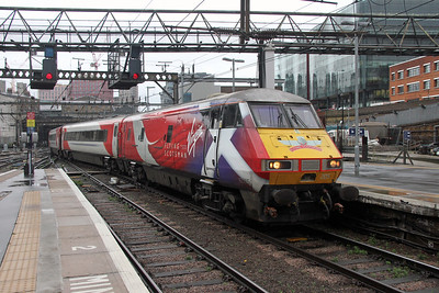 82205 Kings Cross 21/11/16 arriving with 1A18 from Leeds with 90034 on the rear