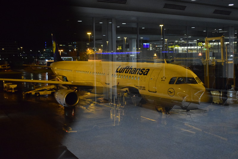 Lufthansa Airbus A321 D-AISR at Manchester Airport with my flight to Frankfurt.