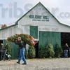 MET 112716 HOLIDAY HILL BARN