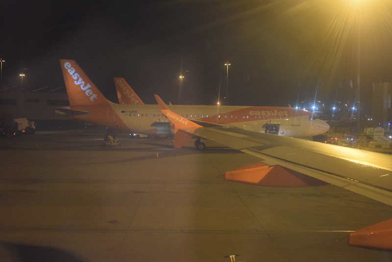 EasyJet Airbus A320 G-EZPB at London Luton.