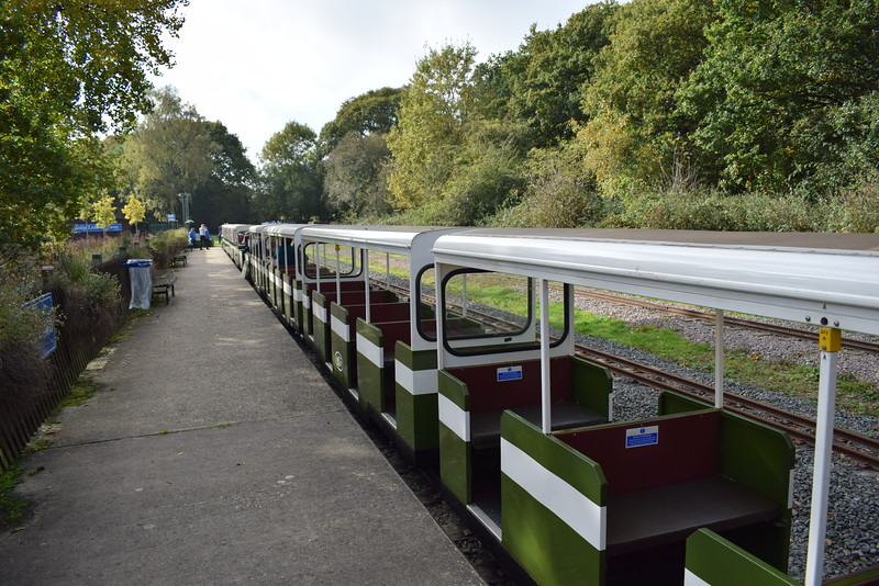 Carriages at Willow Lawn on the Ruislip Lido Railway.