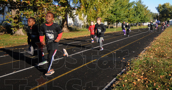MET102216kids run track