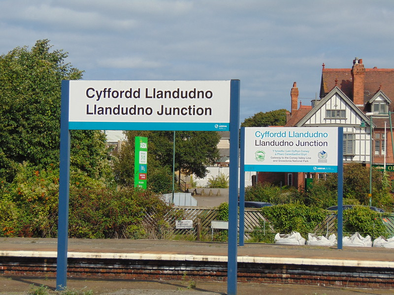 Bilingual signage at Llandudno Junction station.