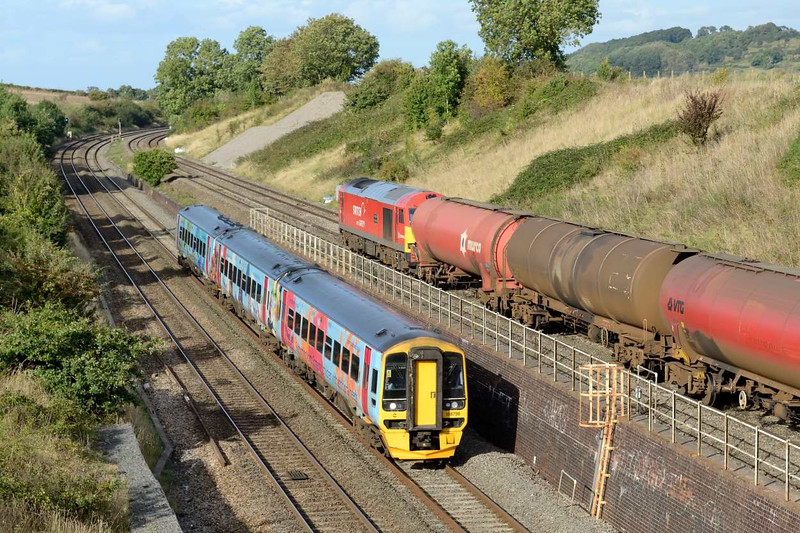 29 September 2016 :: Springboard liveried 158798 is passing Standish Junction working 2O94, the 1450 from Great Malvern to Weymouth while behind is 60007 with 6B33 from Theale to Robeston