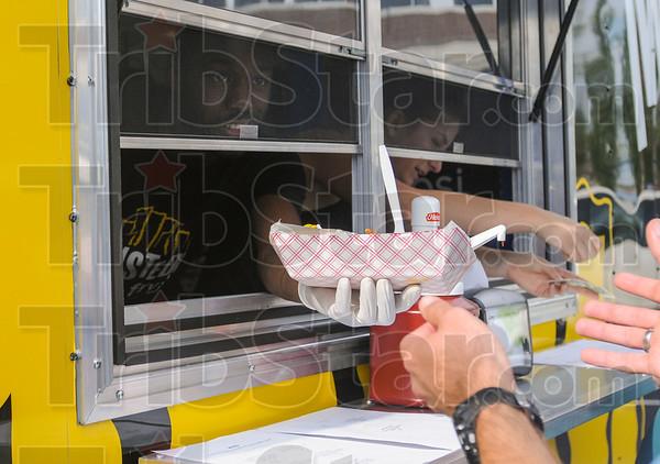 MET 091816 FOOD HAND OUT