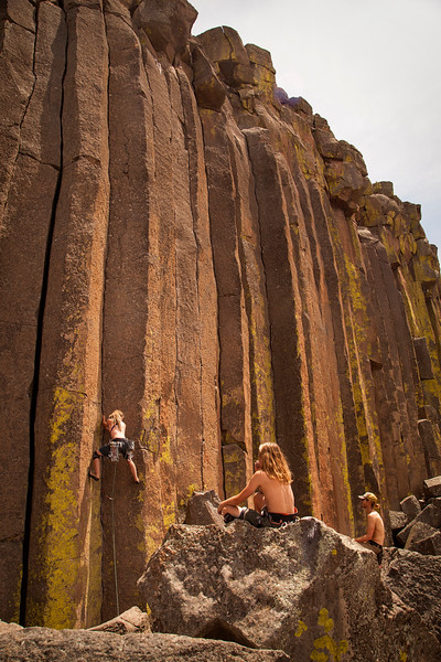The crew watches as Noah ticks off another 5.10 trad lead with <i>Lively Up Yourself 5.10</i>.