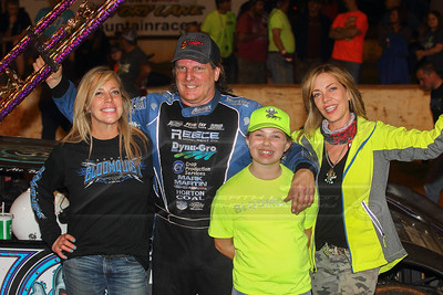 Scott Bloomquist and family in victory lane