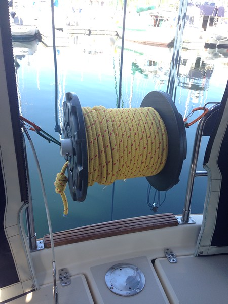 MFP floating stern line mounted on a removable spool