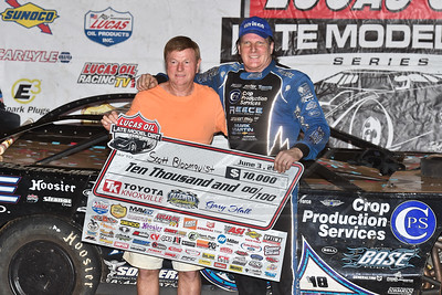 Mike Reese (L) and Scott Bloomquist (R)