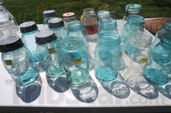 MET060116yardsale jars