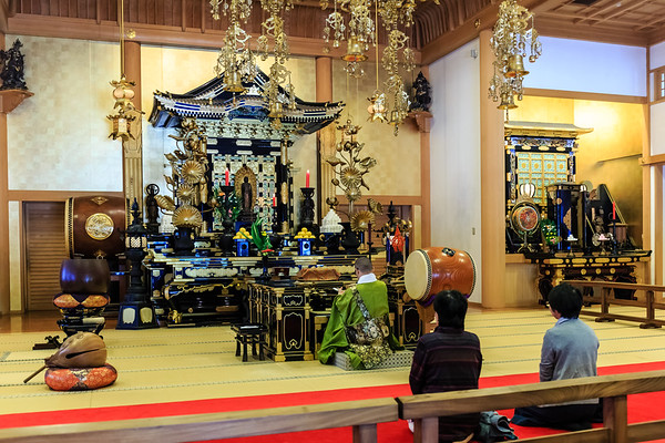 Inside   the Zojoji Temple
