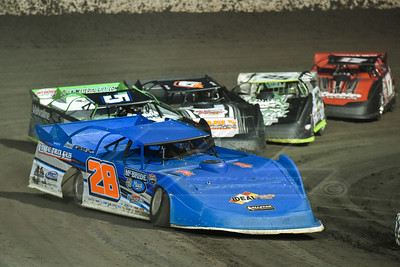 Dennis Erb, Jr. leading a heat race
