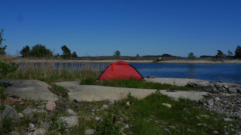 Några satte upp tältet exponerat mot vinden.