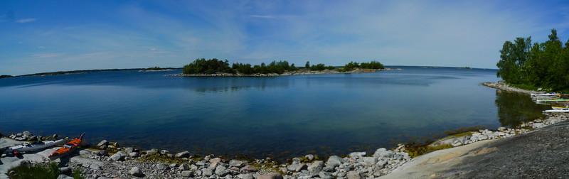 Panorama över dagens mycket lugna vatten.