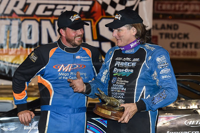 Jonathan davenport (R) and Scott Bloomquist (L)