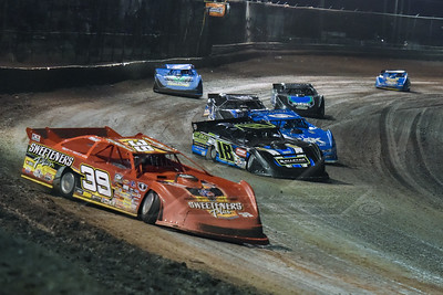 Tim McCreadie (39) leading a heat race