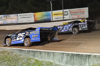 Mason Zeigler (25Z) and Scott Bloomquist (0)