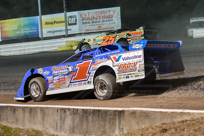 Josh Richards (1) and Shane Clanton (25)