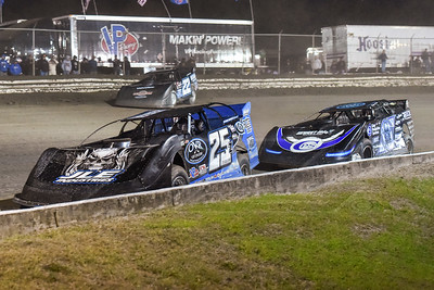 Mason Zeigler (25Z), Scott Bloomquist (0), and Gregg Satterlee (22)