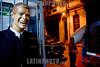 Peru : ficticia pantalla en Lima / Peru : Angebot für Kleider - Männliche lachende Schaufensterpuppe  in Lima © Augusto Famulari/LATINPHOTO.org
