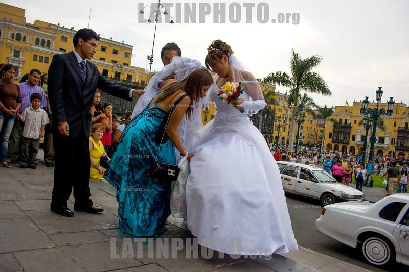 Peru : Boda en Lima / Wedding in Lima / Peru : Hochzeit in Lima - Brautpaar - Heiraten - Trauzeugen © Augusto Famulari/LATINPHOTO.org