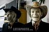 Peru : ficticia pantalla en Lima / Peru : Angebot für Kleider - Männliche lachende Schaufensterpuppe  in Lima - Hut © Augusto Famulari/LATINPHOTO.org