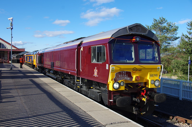 66746+66736 at the head of the Royal Scotsman at Aviemore 20/04/16