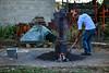 BRASIL - PINDAMONHANGABA - SP BRASIL 2019-06-20 AGRICULTURA GASTRONOMIA PANCS - Preparo da casca do arroz como ingrediente para adubo de formação de mudas , as cascas de arroz muitas vezes são descartadas pela industria alimenticia ou vira um passivo ambiental se tostado ele é rico em diversos nutrientes em especial o silicio fundamental para a formação das mudas e enrriquecimento do solo / Brasilien : Küche im Freien © Lucas Lacaz Ruiz/LATINPHOTO.org