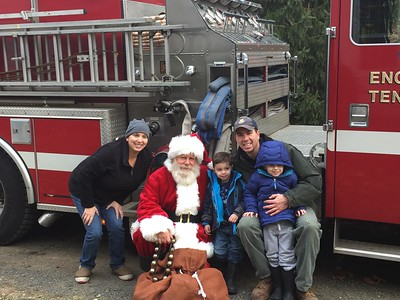 2016_12_11_Santa Visit in Fire Truck Including Video