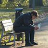 Brenda straatfotografie 1 bewerkt jpg - de schaduw was van wandelaars - heb hem proberen weg werken, is dit beter of bedoel je zijn schaduw aan de bank?