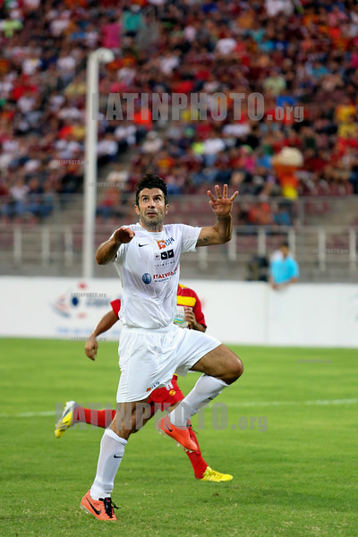 Venezuela : June 22, 2013 Luis Figo ( front ) , astro del futbol portuges played a friendly game with the deportivo  Anzoategui to raise funds through his foundation Luis Figo . The meeting was held at the Jose Antonio Anzoategui Stadium in the city of Puerto la Cruz / Venezuela : Luis Figo im Stadion Jose Antonio Anzoategui © Juan Carlos Hernandez/LATINPHOTO.org