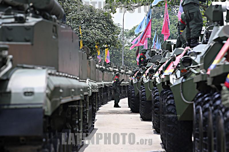 Venezuela : June 24, 2013 Civic military parade in Campo de Carabobo for the commemorative acts of the Battle of Carabobo / Venezuela : Darsteller in Campo de Carabobo © Juan Carlos Hernandez/LATINPHOTO.org