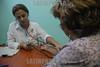 Cuba - Recorrido a entidades de la Salud 29 de diciembre de 2016 - abuelos - salud - medico / Cuba : Rentner - Alter - Eine Ärztin untersucht eine Frau © Agustín Borrego Torres/LATINPHOTO.org
