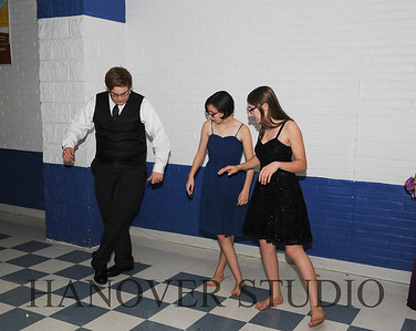 17 LHS HMCMNG DANCE  0141