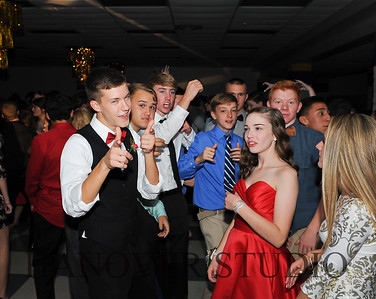 17 LHS HMCMNG DANCE  0163
