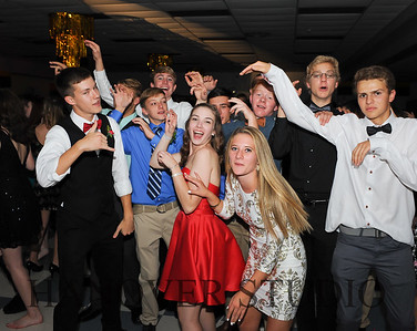 17 LHS HMCMNG DANCE  0164