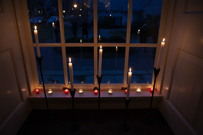 Candlelight Service & Holiday Feast
