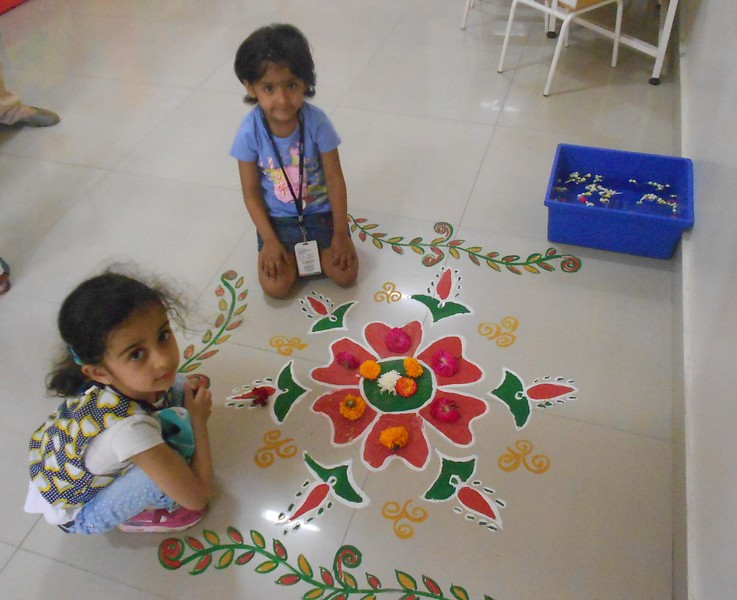FLOWER RANGOLI AND SHOW AND TELL ACTIVITY (13)