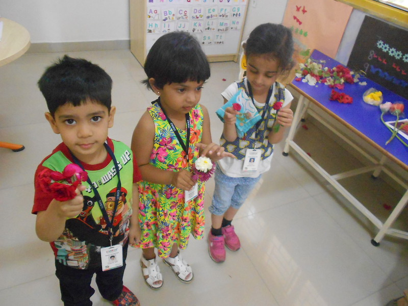 FLOWER RANGOLI AND SHOW AND TELL ACTIVITY (8)