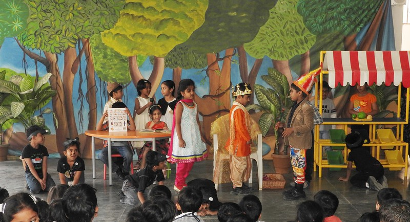 DEVELOPING LANGUAGE AND PRESENTATION SKILLS DURING ASSEMBLY STORY PRESENTATION (2)