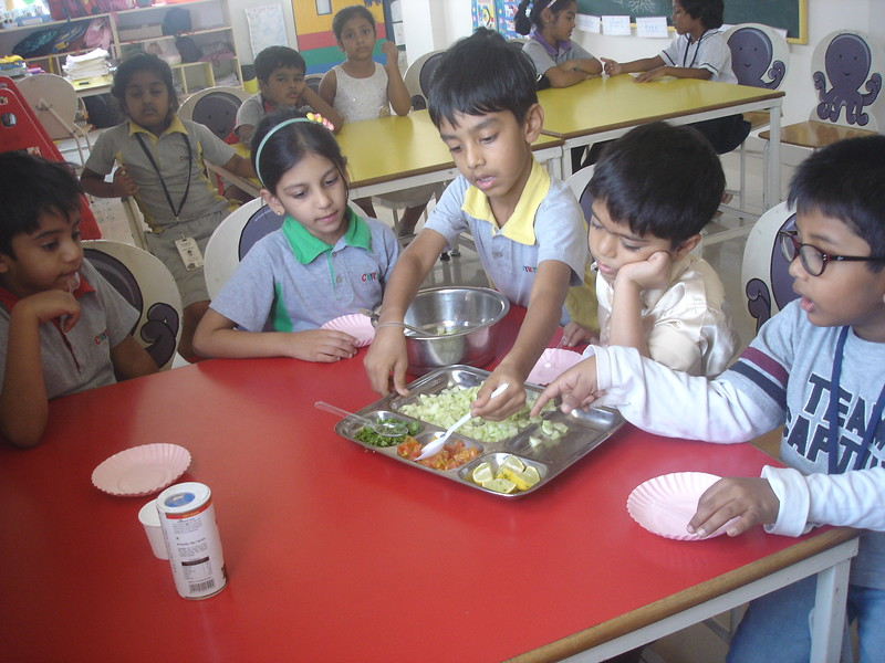 SENSORY EXPERIENCE - MAKING AND TASTING SPROUT SALAD (2)