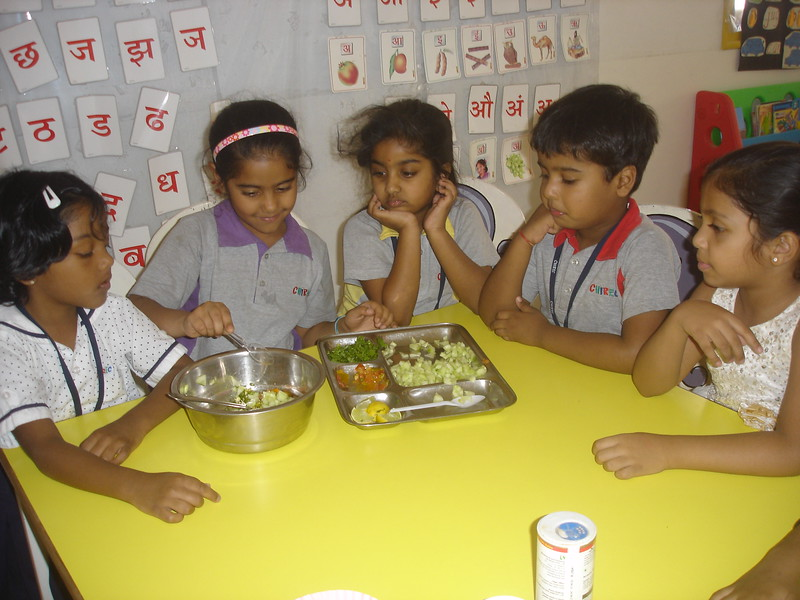 SENSORY EXPERIENCE - MAKING AND TASTING SPROUT SALAD (4)